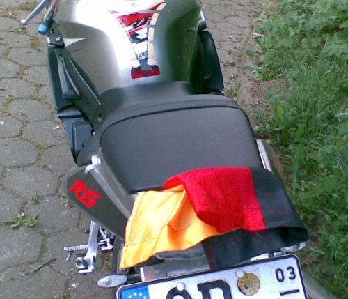 Erträgliche Beflaggung an einem Motorrad