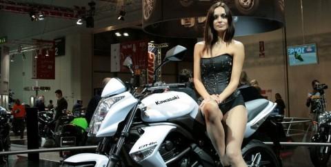 Eine der Damen vom Kawasaki-Stand