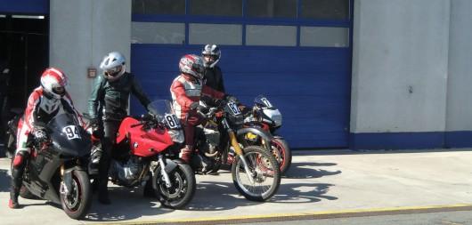 Ein bunt gemischter Haufen Motorräder